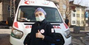 Hakkari'de kadın ambulans şoförü hastaların imdadına yetişiyor