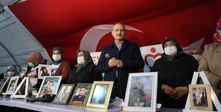 Bakan Soylu, Diyarbakır annelerini ziyaret etti: İnşallah 2021'de de buradaki birçok aile evladıyla buluşacak