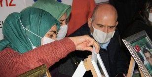 İçişleri Bakanı Soylu, 493 gündür HDP önünde evlat nöbetinde olan ailelerle bir araya geldi