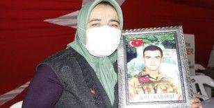 Bakan Soylu'nun ziyareti sırasında ağlayan anne yaşadıklarını anlattı