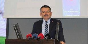 Bakan Pakdemirli, İzmir'de tarım sektörünün temsilcileriyle bir araya geldi
