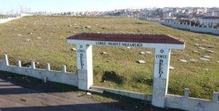 Tarihi Musevi Mezarlığı'nın 1 tonluk kapısı yine çalındı