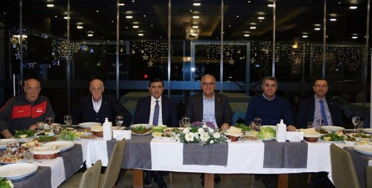 Üstündağ'dan A Milli Erkek Voleybol Takımı'na moral yemeği