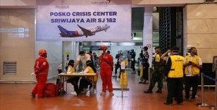 AA Endonezya'da düşen uçaktaki yolcuların yakınlarıyla görüştü