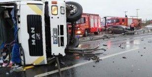 TEM Otoyolu'nda tır ile otomobil çarpıştı: 3 yaralı