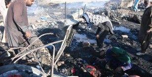 Karaçi'deki gecekondu mahallesinde yangın 50 gecekondu alev alev yandı