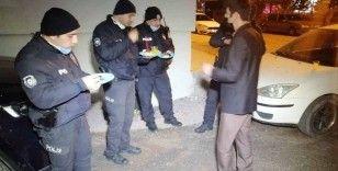 Asılsız ihbara giden polislere alkışlı ikram sürprizi