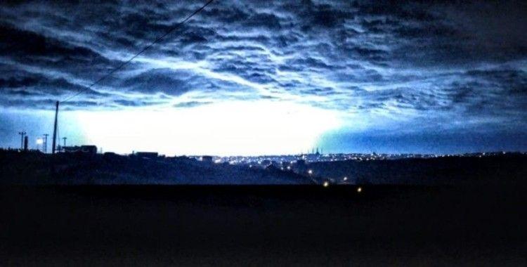 Şimşekler Arnavutköy'de geceyi aydınlattı