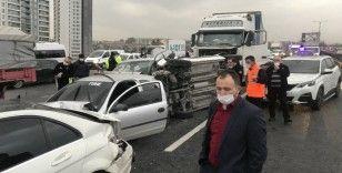 Tem Otoyolu'nda 12 aracın karıştığı zincirleme kaza meydana geldi