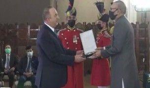 Bakan Çavuşoğlu'na Pakistan Cumhurbaşkanı Alvi'den 'Hilal-e Pakistan' nişanı