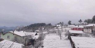 Balıkesir'de yılın ilk kar yağışı başladı