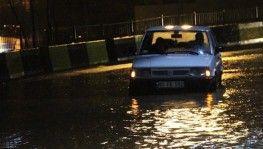 Şiddetli yağış sel getirdi