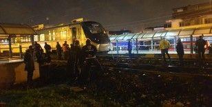 Raylardan yolun karşısına geçmek isterken trenin altında kaldı