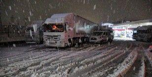 Tokat'ta yoğun kar yağışı ulaşımda aksamalarda neden oldu