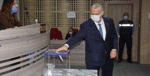 Menemen Belediye Başkan Vekili, kura çekimiyle AK Parti'nin adayı Aydın Pehlivan oldu