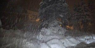 Uludağ'da kar yarım metreyi aştı
