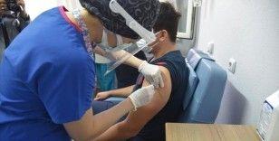 Aşılamanın ilk gününde 285 bin sağlık çalışanına CoronaVac aşısı yapıldı