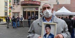 Diyarbakır annelerinin oturma eylemine 500. günde bir aile daha katıldı