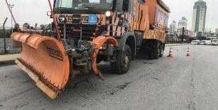 Kar alarmının ardından küreme araçları yollara indi