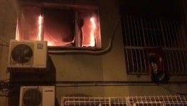 İzmir'de ev yangınında mahsur kalan anne ve kızı kurtarıldı