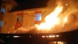 Gaziosmanpaşa'da gecekondu alev alev yandı