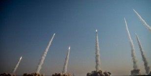 İran balistik füze tatbikatına başladı