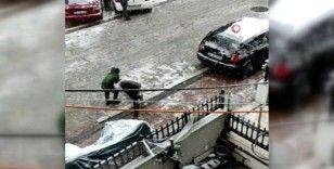İstanbul'da çocuklar kısıtlamayı ihlal etti, kartopu oynamaya çıktı