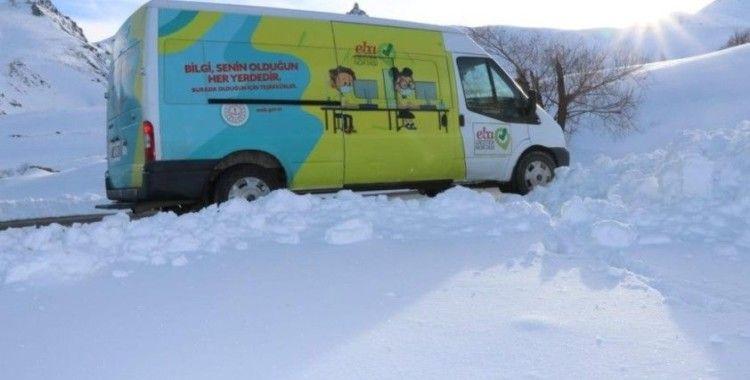 Bakan Selçuk: 'Mevsim koşulları ne olursa olsun EBA Mobil Destek ekiplerimizle yollardayız'