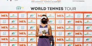 Antalya'da Türk finalinin galibi Berfu Cengiz