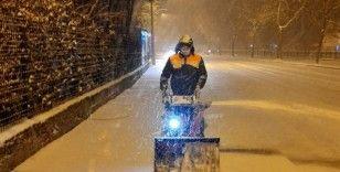 Belediye'nin kar timleri 24 saat sahada