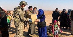 Mehmetçik Barış Pınarı bölgesinde yardımlarına devam ediyor