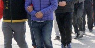 Banka ve döviz bürosu çıkışında vatandaşları soyan 10 şüpheli tutuklandı