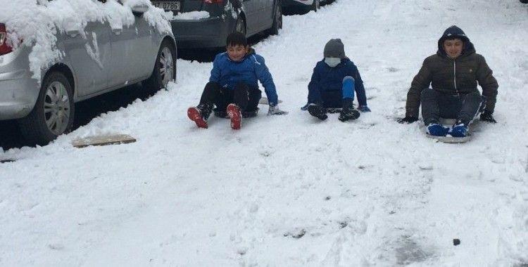 İstanbul'da çocukların kar keyfi