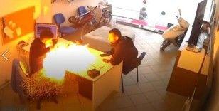 Tamircinin elindeki tablet bomba gibi patladı, o anlar kameraya böyle yansıdı