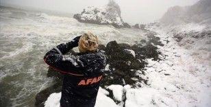 Karadeniz'de kuru yük gemisinin batması sonucu kaybolan 3 kişiyi arama çalışmaları sürüyor