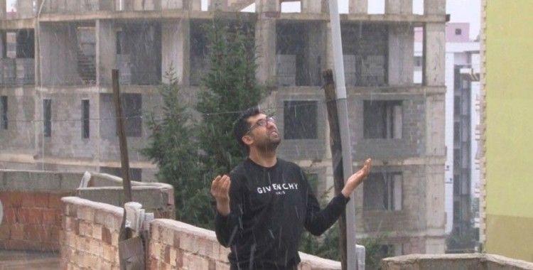 Türkiye'nin en sıcak illerinden Şanlıurfa'da kar sevinci