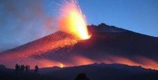 İtalya'daki Etna Yanardağı lav püskürttü