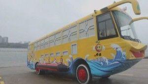 Bu otobüs hem karada hem suda gidebiliyor