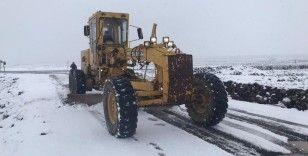 Büyükşehir, 120 araç 220 personelle karla mücadelesini sürdürüyor