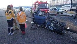 Kontrolden çıkan otomobil beton bariyere çarpıp savruldu