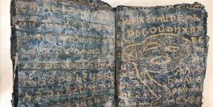 Gaziantep'te ele geçirilen tarihi eser niteliğinde altın yazmalı 10 Tevrat müzeye teslim edildi