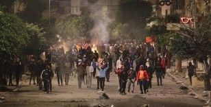 Tunus'ta hafta sonundan bu yana süren gösterilerde 1000'den fazla kişi gözaltına alındı