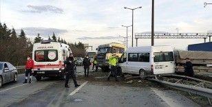 Anadolu Otoyolu'nda iki kişinin yaralandığı zincirleme trafik kazası ulaşımı aksattı