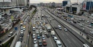 Kısıtlama öncesi İstanbul'da trafik yoğunluğu oluştu
