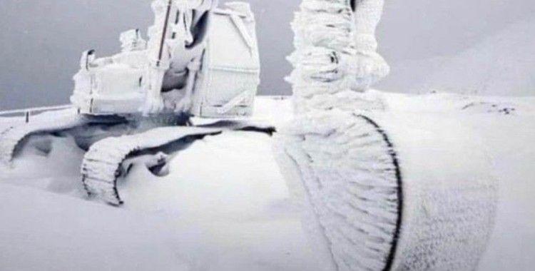 Eksi 20'de, iş makinası buz tuttu!