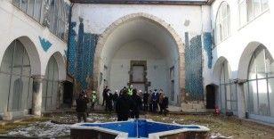 Çinilerine paha biçilemiyor, 8 asırlık yapıda restorasyon başladı