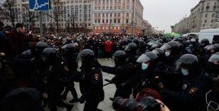 İngiltere'den Rusya'ya 'barışçıl gösterilerde gözaltına alınanları serbest bırakın' çağrısı