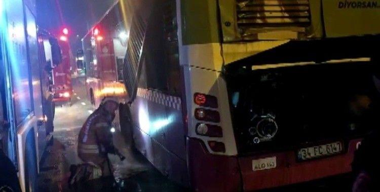 Pendik'te otobüsün motor kısmında yangın çıktı