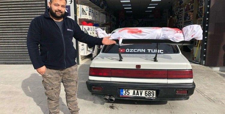 Kanlı, kefenli modifiye araç polisi harekete geçirdi