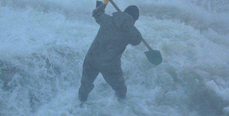 Eksi 30 derece soğukta işçilerin buzla sınavı